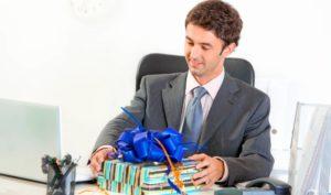 Si tienes detalles con tus clientes, quizás puedas ahorrarte el IVA